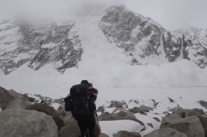 VIDEO: Massive Avalanche - Near Miss in the Karakoram