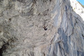 "Darek Sokołowski Establishes ""Parallel World"" (D16), Possibly World's Hardest Dry-Tooling Route"