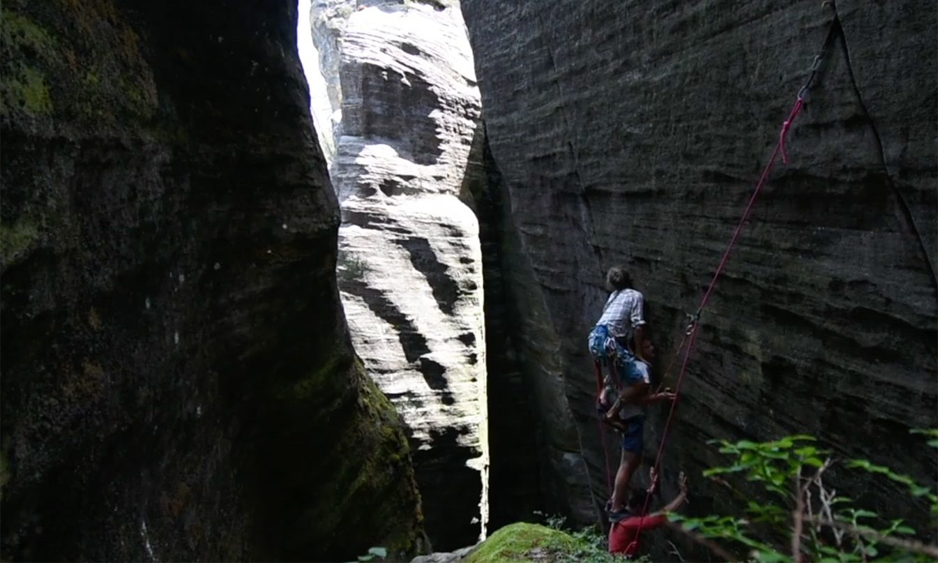 Weekend Whipper: Three-Man Shoulder Stand and an Enormous Fall in Ardspach