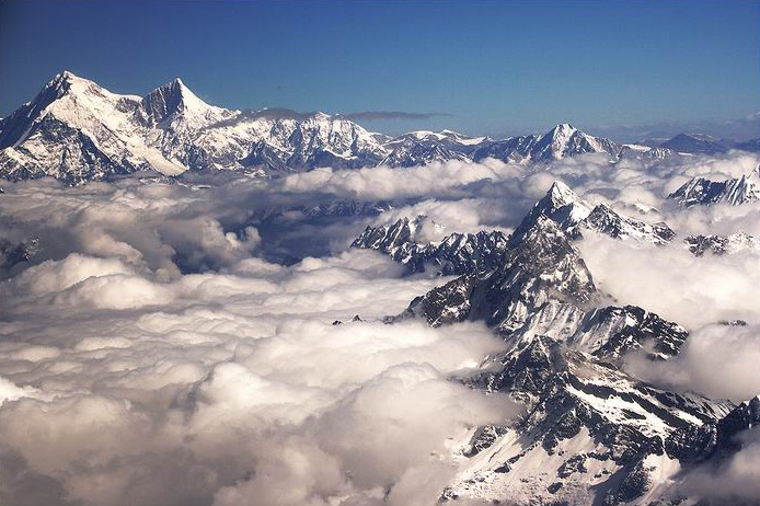 Above the clouds in the Himalaya, Shishapangma is at left. Photo: Swinelin / Wikimedia Commons.