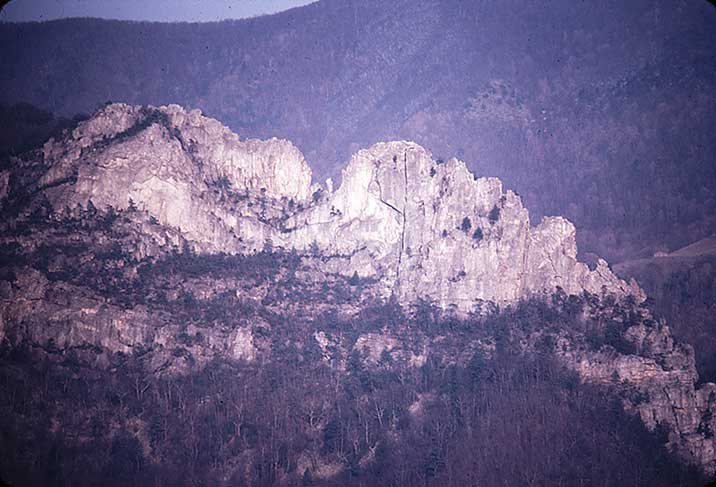 The Gendarme as it once stood in the center of the notch. Photo courtesy of senecarocksmuseum.org.