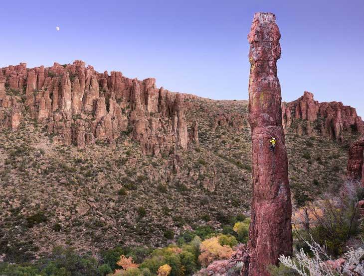 <em<The Totem Pole</em> (5.10c/d), Arizona rhyolite, Queen Creek Canyon, Central Arizona. Photo: Justin Kenderes.
