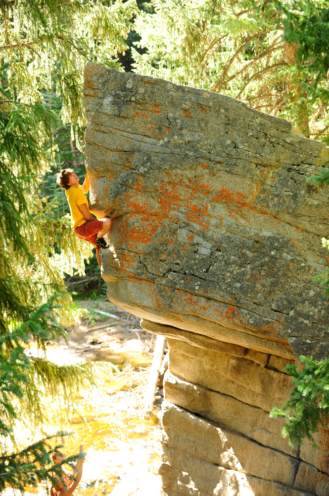 """A climber nears the top of <em>Jaws</em>, a popular V3 highball near the scene of the hostage situation on Independence Pass, Colorado. Photo: Duane Raleigh."""" title=""""A climber nears the top of <em>Jaws</em>, a popular V3 highball near the scene of the hostage situation on Independence Pass, Colorado. Photo: Duane Raleigh."""" style=""""float: right; margin: 0px 0px 10px 10px;""""><strong style="""